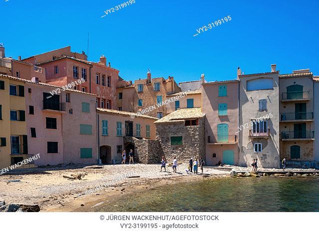 Houses in the old fishing district at the beach de la Glaye beach, Saint-Tropez, Var, Provence-Alpes-Cote d`Azur, France, Europe