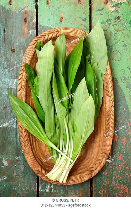 Fresh wild garlic in a wooden bowl