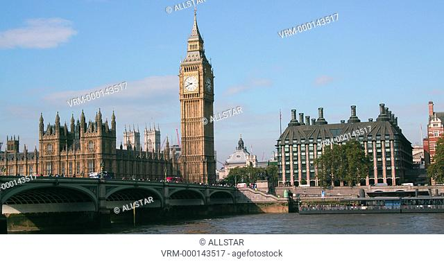 WESTMINSTER BRIDGE, HOUSES OF PARLIAMENT & BIG BEN; LONDON, ENGLAND; 21/09/2016