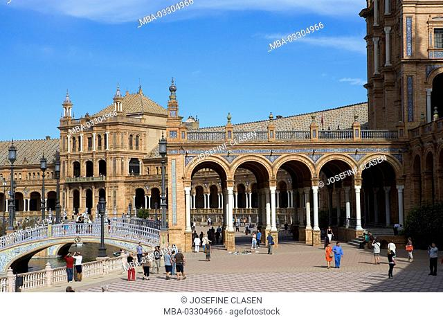 Spain, Seville, Plaza de Espana, the semicircular construction was invested in 1929 for the Iberoamerikanische exhibit by architect Anibal Gonzalez