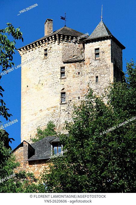 Aveyron, Midi-Pyrénées, Muret le Chateau, view over the village and the castle