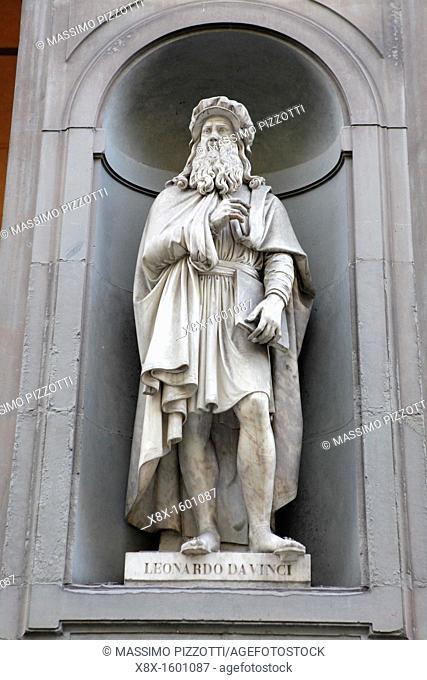 Statue of Leonardo Da Vinci outside Uffizi palace, Florence, Italy