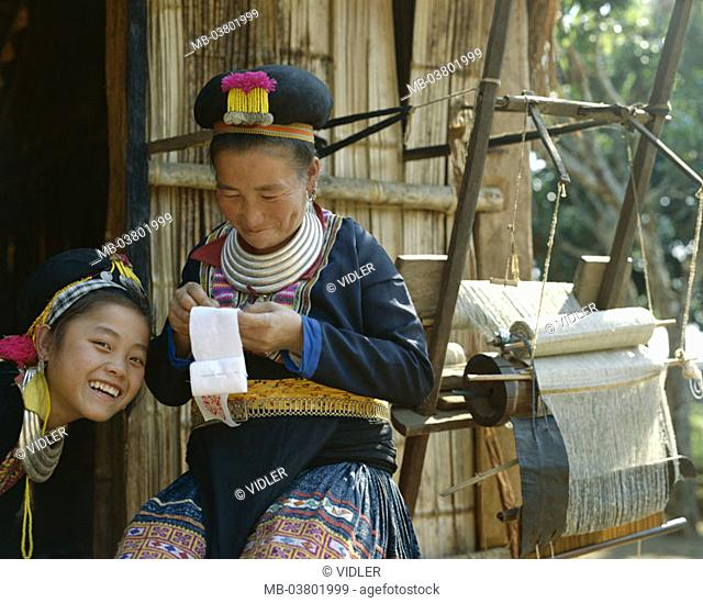 Thailand, golden triangle, Chiang May, Meo-Stamm, woman, child, Volkstracht,  cheerfully, doing needlework, detail Asia, southeast Asia, tribe, mountain trunk