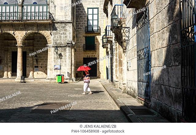 21.06.2018, Cuba, Havana: The Plaza de la Catedral and the Museo de Arte Colonial in the old town. In Havana is the largest surviving colonial city in Latin...