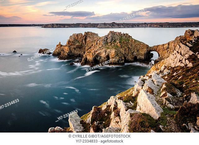 The so-called 'Dinan Castle' rock formation, Crozon Peninsula, Finistere, Brittany, France