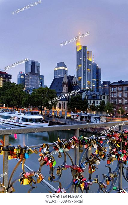 Germany, Hesse, Frankfurt, Skyline and love locks at Eiserner Steg