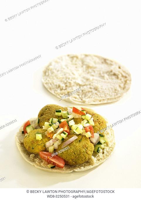 bocadillos del mundo: falafel, oriente proximo. abierto