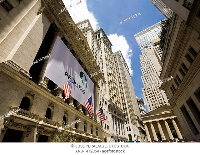 New York Stock Exchange, Wall Street, On background Federal Hall National Memorial, Financial District, Lower Manhattan, Downtown, Manhattan, New York City
