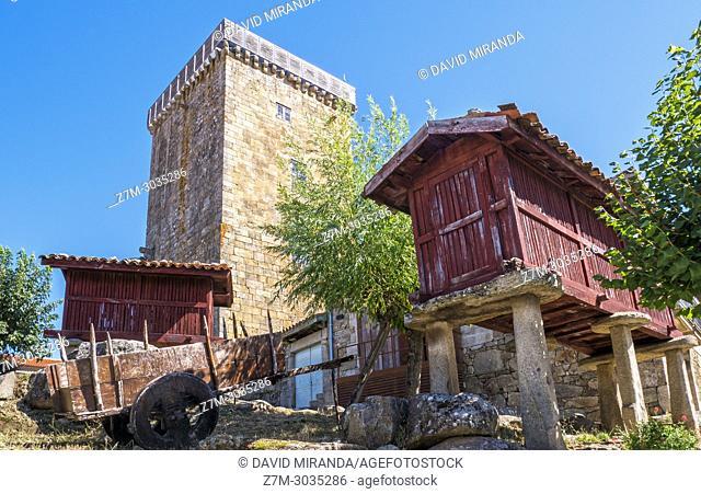 Torre medieval y hórreos en Vilanova dos Infantes (Celanova). Ourense. Galicia. Spain