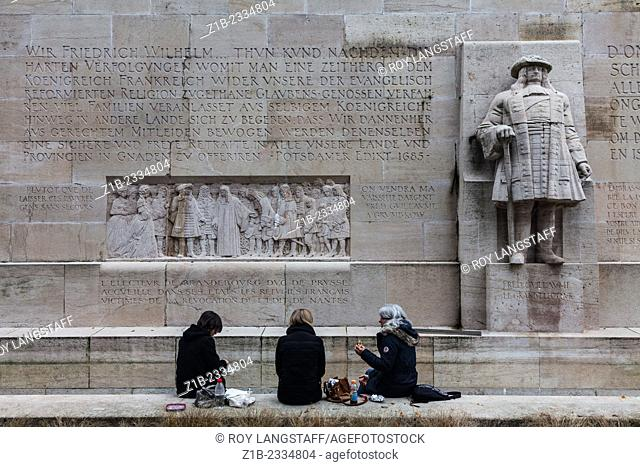 Three women having lunch by the Confederation Wall in Geneva