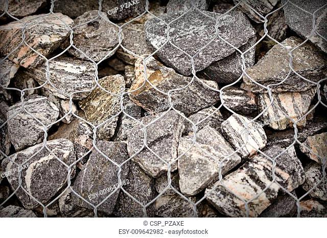 Road embankment of gravel reinforced with steel mesh