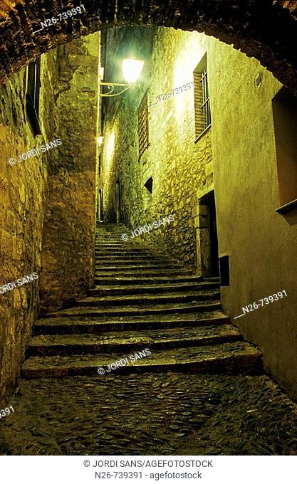 Sant Llorenç street in the Jewish medieval quarter, Girona. Catalonia, Spain