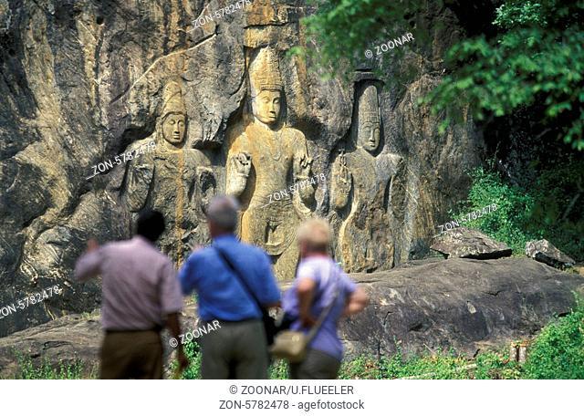 Asien, Indischer Ozean, Sri Lanka, Die Stein Buddhas von Buduruwagala bei Wellawaya an der Suedkueste von Sri Lanka. (URS FLUEELER)