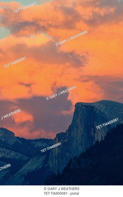 USA, California, Mariposa County, Half dome in Yosemite Valley