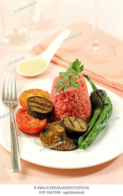 Pink rice with vegetables