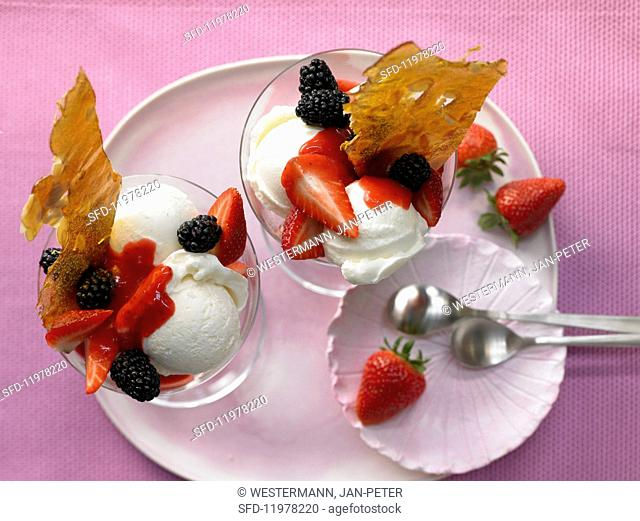 Vanilla ice cream with sweet berries and caramel brittle