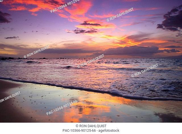 Hawaii, Maui, Wailea, Sunset at Mokapu Beach