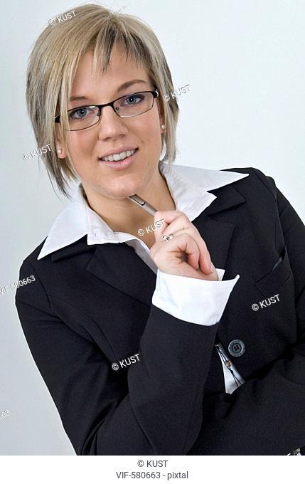 Businessfrau mit Kugelschreiber - Niederoesterreich, Ísterreich, 26/11/2007