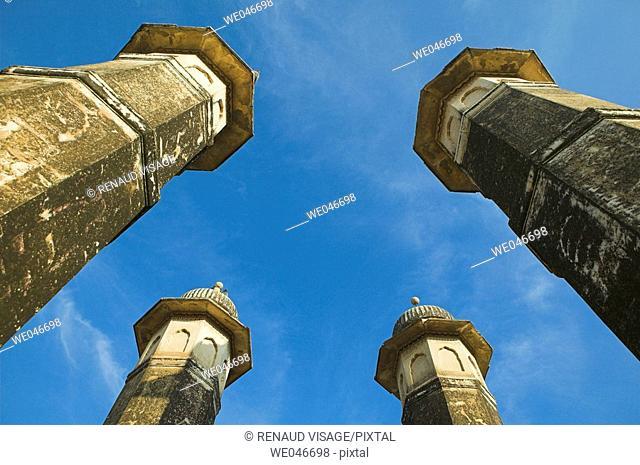 Four pillars. Mandawa. Rajasthan. India