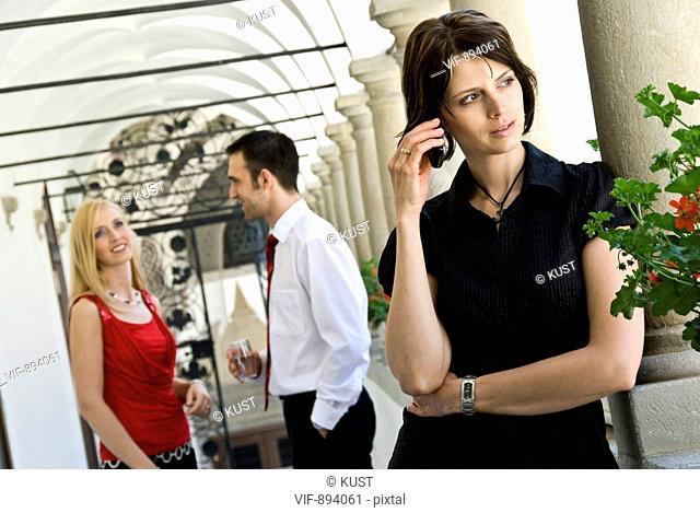 junge Frau beim Telefonieren - 07/07/2008