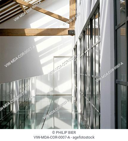 PRIVATE HOUSE, LONDON, SE1 SOUTHWARK + BERMONDSEY, UK, MAC DONNELL ASSOCIATES, INTERIOR, GLASS WALKWAY ON 1ST FLOOR