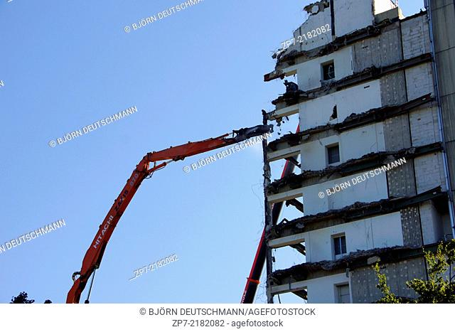 Demolition of a house in Hamburg