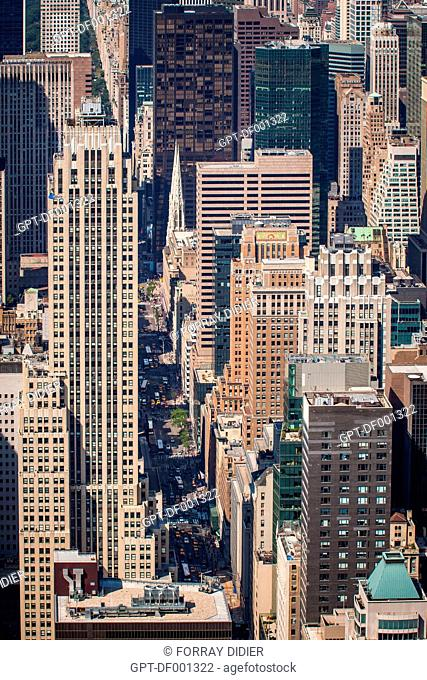 VIEW OF FIFTH AVENUE AND SAINT PATRICK'S CATHEDRAL FROM THE OBSERVATORY OF THE EMPIRE STATE BUILDING, MIDTOWN, MANHATTAN, NEW YORK CITY, STATE OF NEW YORK
