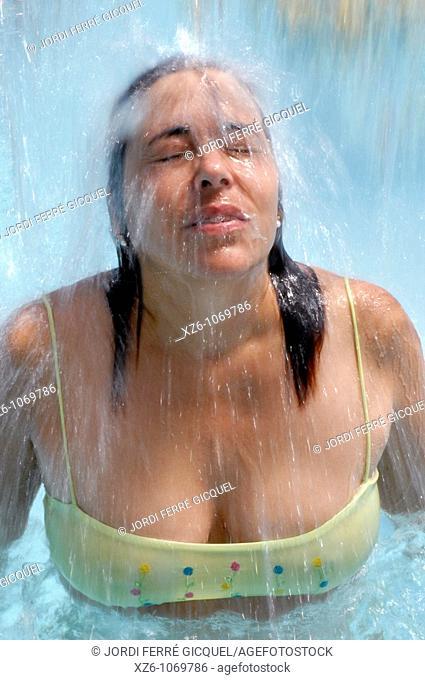 Woman under stream of water in the SPA, Mujer bajo un chorro de agua en el SPA