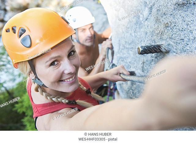 Austria, Steiermark, Ramsau, Silberkarklamm, Young couple rock climbing
