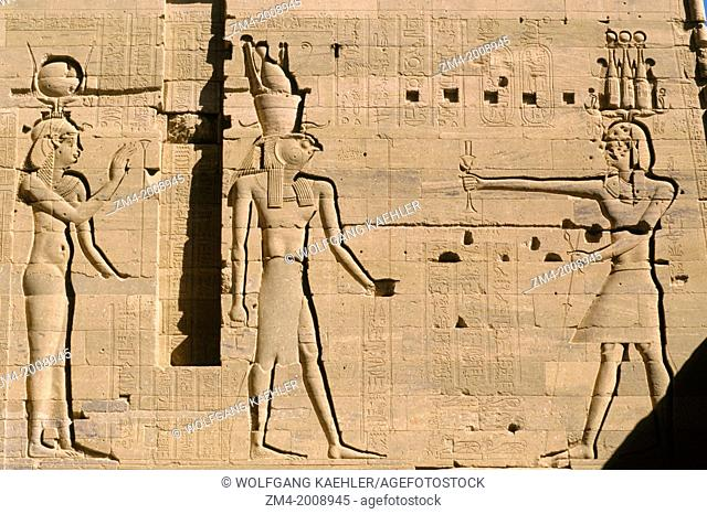 EGYPT, ASWAN, NILE RIVER, AGILKIA ISLAND, PHILAE, SECOND PYLON, OFFERING TO HORUS