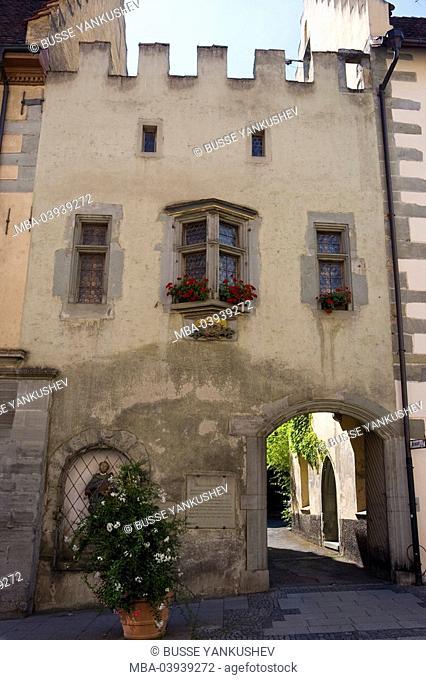 Germany, Baden-Württemberg, Lake Constance-district, Lake Constance, Überlingen, Franziskanertor-street, old town-house, bay windows, gate