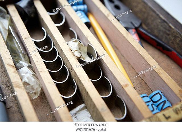 Bird ringing tools