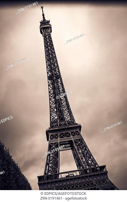 black and white retro style photograph of the eiffel tower, paris, ile de france, france