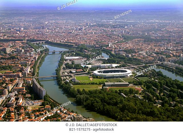 France-Midi Pyrénées- Garonne- areal view of Toulouse and the Garonne river