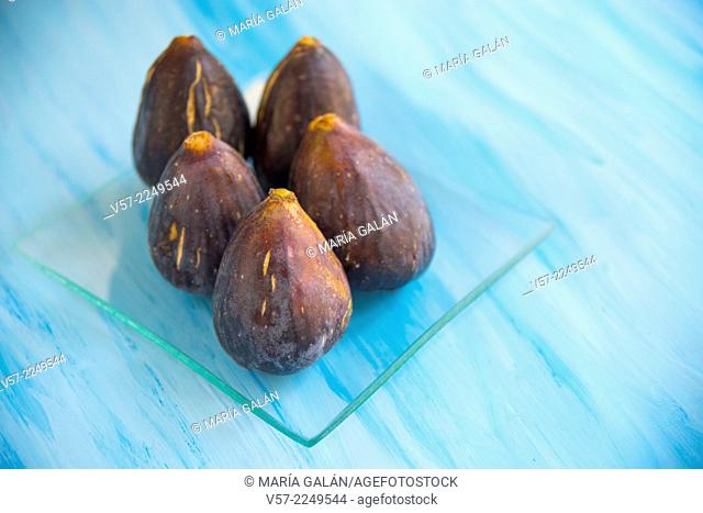 Five black figs. Still life