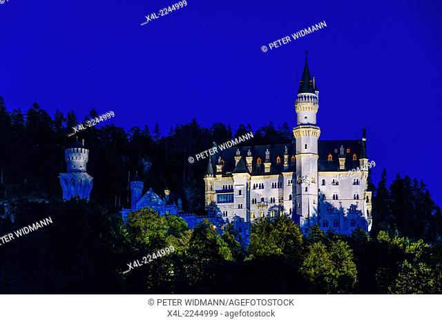 Schloss Neuschwanstein Castle near Fuessen, Ostallgaeu region, Swabia, Bavaria, Germany, Europe