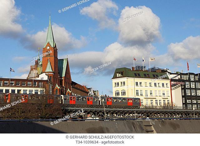 Skaninavische Kirche bei den Landungsbrücken / Hamburg, Deutschland , Scandinavian Church at Hamburg Harbour, Germany