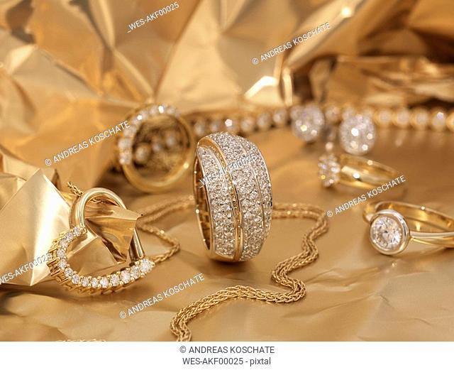 Womens' jewelry