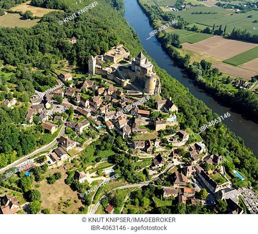 Aerial view, castle and village on the Dordogne River, Castelnaud-la-Chapelle, Perigord, Dordogne département, Aquitaine region, Southern France, France