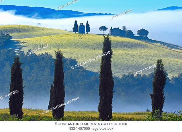 Val d'Orcia  Orcia Valley  UNESCO World Heritage Site  Cappella di Vitaleta  Vitaleta Chapel  Pienza  Siena Province  Tuscany  Italy  Europe