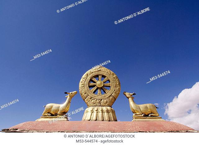 the law wheel on the roof of the jokhang temple. barkhor district. lhasa. lhasa prefecture. tibet. china. asia