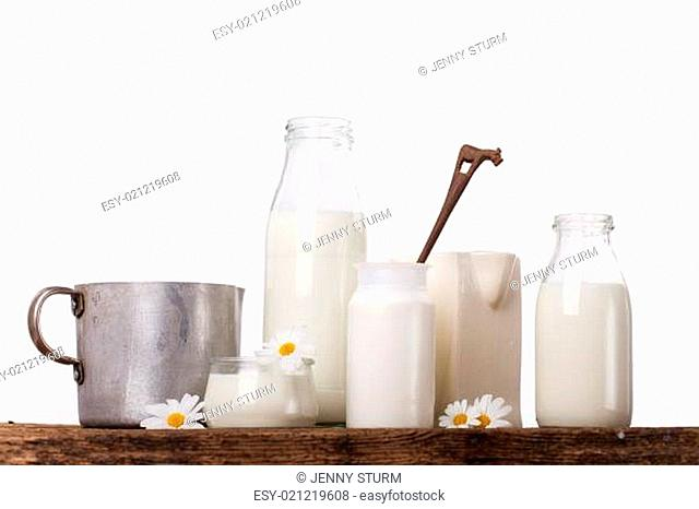 Milch in verschiedenen Gefäßen