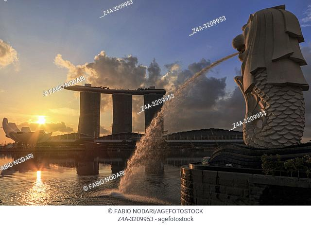 Sunrise in Singapore with a beautiful view of the Marina Bay Sands, Modern Art Museum, Merlion and other iconic buildings
