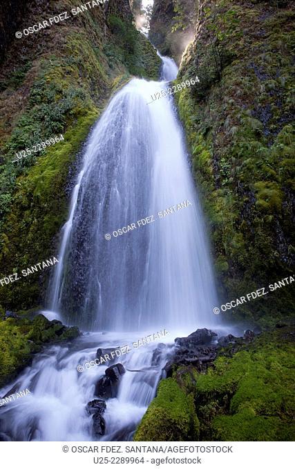 Wahkeena Falls, Historic Columbia River Highway, Oregon, USA