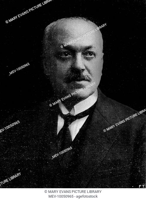 Italo Svevo (b Ettore Scmitz) (1861 - 1928) Italian novelist; pioneer of the psychological novel in Italy