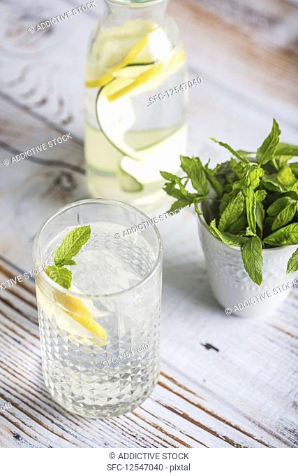 Summer drink with lemon, mint and cucumber