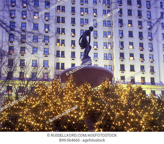 Christmas, Pulitzer Fountain, Plaza Hotel, Manhattan, New York, Usa