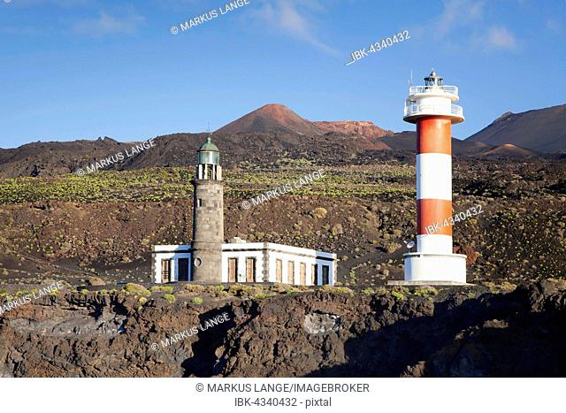 Faro de Fuencaliente, volcano Teneguia in the back, Fuencaliente, La Palma, Canary Islands, Spain