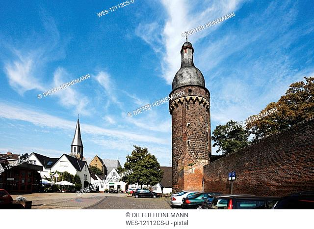 Germany, North Rhine Westphalia, Zons, Citywall with tower Juddeturm