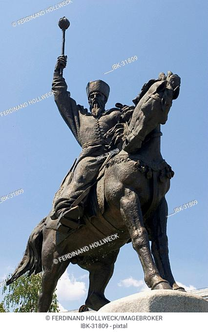 Ukraine Kiev district Podil Kontraktova Place oldest place of town statue of horsman Het'man Petro K.Sahajdacnyj 1570-1622 blue sky 2004
